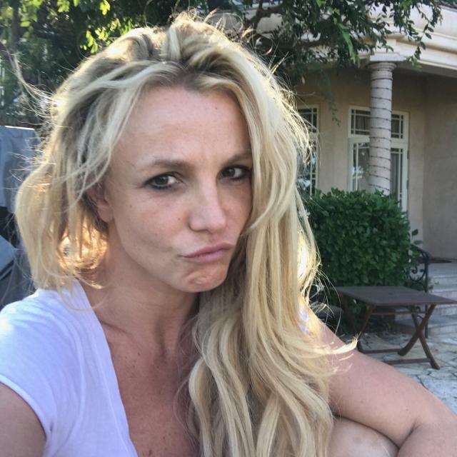 Бритни Спирс шокировала новым ФОТО без прически и макияжа - фото №1