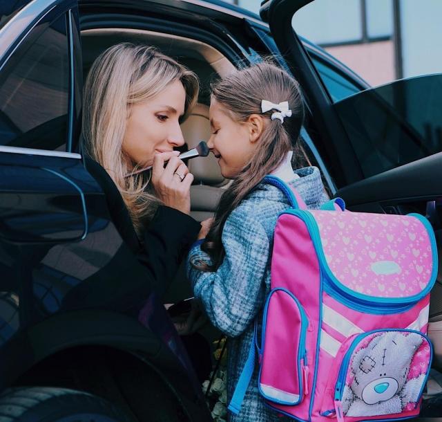 LOBODA отвела дочь в первый класс: трогательное семейное ФОТО за пару минут до линейки - фото №1