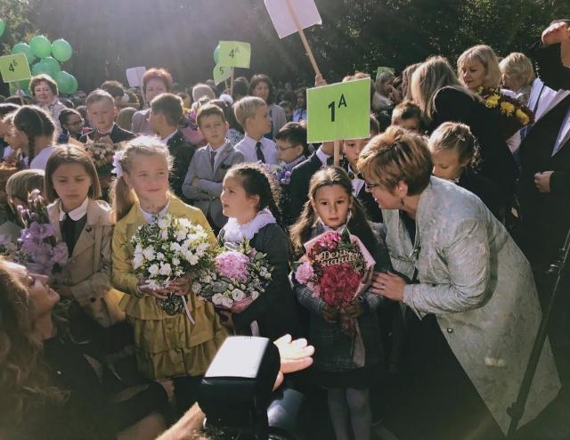 LOBODA отвела дочь в первый класс: трогательное семейное ФОТО за пару минут до линейки - фото №2