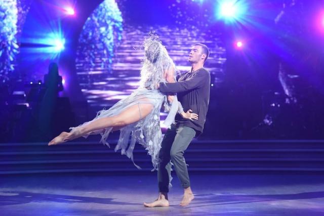 Второй поцелуй на паркете: Оля Полякова поцеловала своего партнера по танцу (ВИДЕО) - фото №1