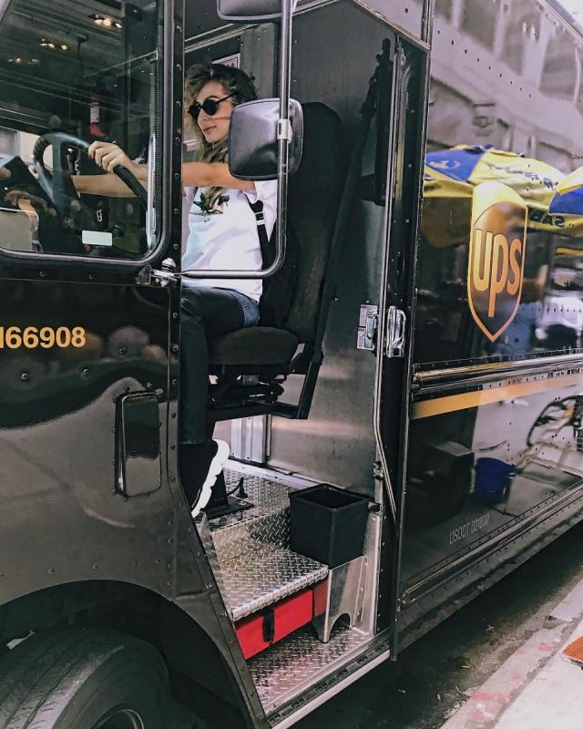 VIP-водитель: Светлана Лобода в Нью-Йорке учится водить автобусы (ФОТО) - фото №1