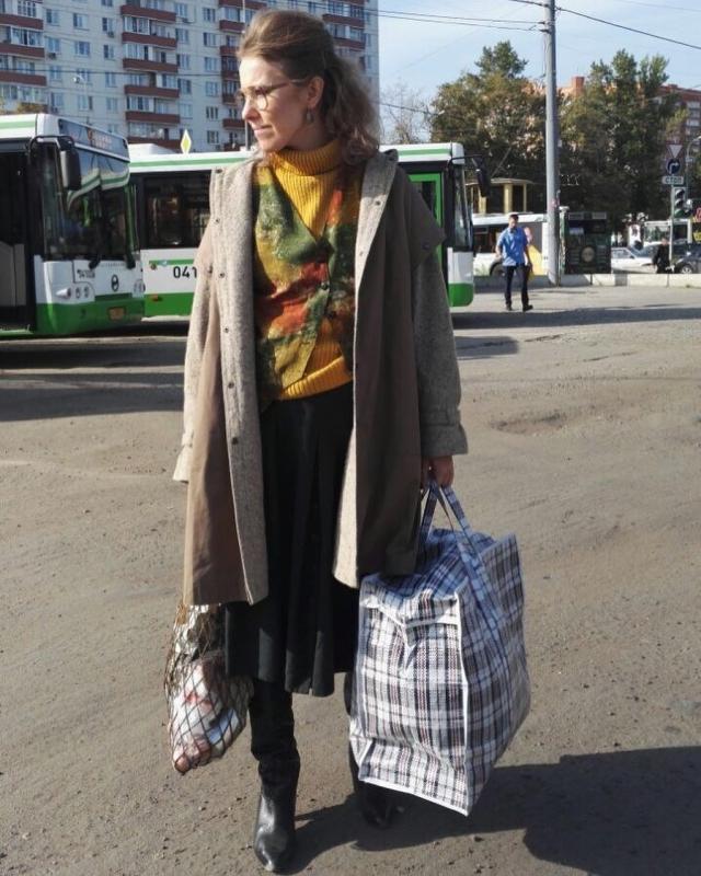 Ксения Собчак в лохмотьях из 90-х рассказала, какая женщина нужна стране: Усталая, несущая мясо женщина с яйцами (ФОТО) - фото №1