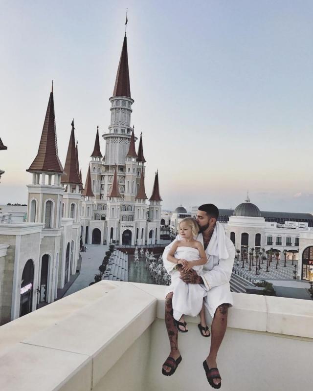 """Рэпер Тимати заявил, что уходит со сцены: """"Хочется не пропустить детство своей дочки"""" - фото №1"""