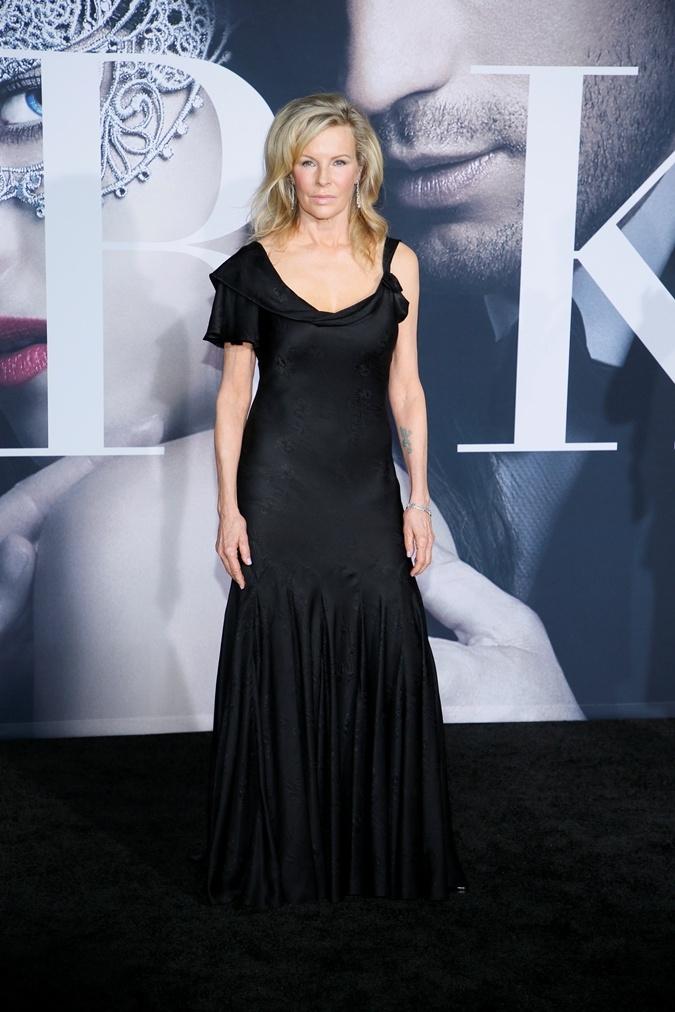 """Ким Бейсингер шокировала лицом после пластики на премьере """"На 50 оттенков темнее"""" (ФОТО) - фото №1"""