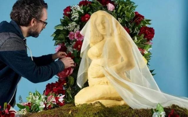 Фигуру беременной двойней Бейонсе вылепили из сыра (ФОТО) - фото №2