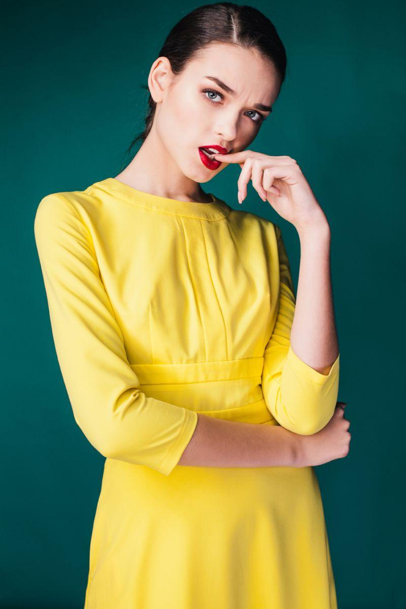 Весна, женственность и много ярких платьев в новой коллекции MustHave
