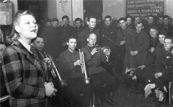 Клавдия Шульженко – 110 лет со дня рождения: Google выпустил дудл в честь военной певицы - фото №4