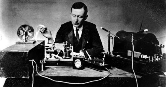 День радио: невероятные факты о том, как радио спасло Эйфелеву башню и стало доступно для бактерий - фото №1