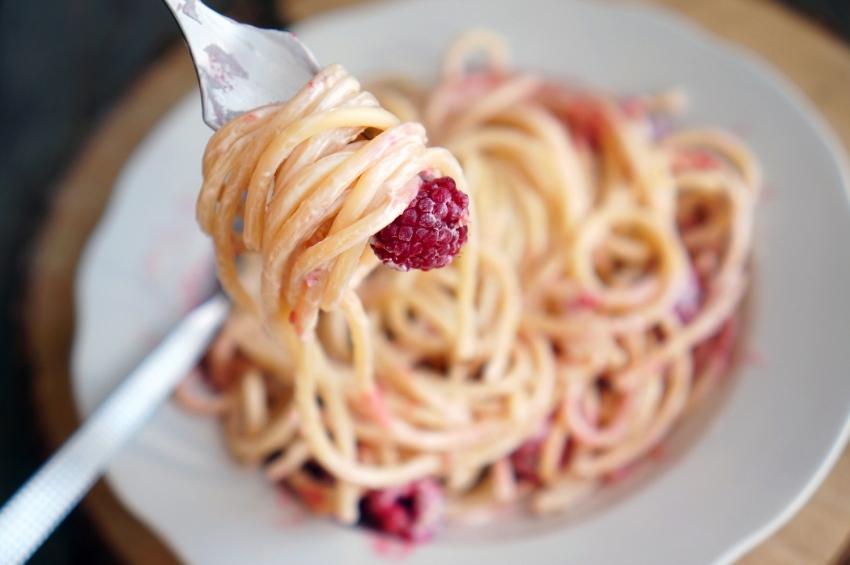 Спагетти с малиной, конфеты из сыра, классическая лазанья... А что ты приготовишь из крем-чиза? - фото №13