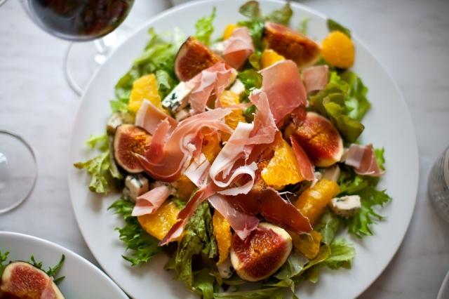 Испанская вечеринка: какими салатами угощать гостей - фото №3