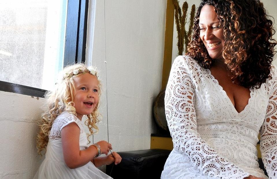 Женщина вышла замуж за донора спермы, от которого у нее родилась дочь: невероятная история - фото №2