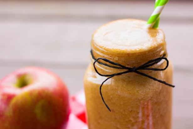 Три рецепта вкусного яблочного смузи: что приготовить для пользы здоровья и фигуры - фото №1