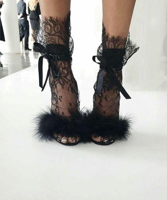 Очень нежно: как носить и сочетать прозрачные носки с узором - фото №8