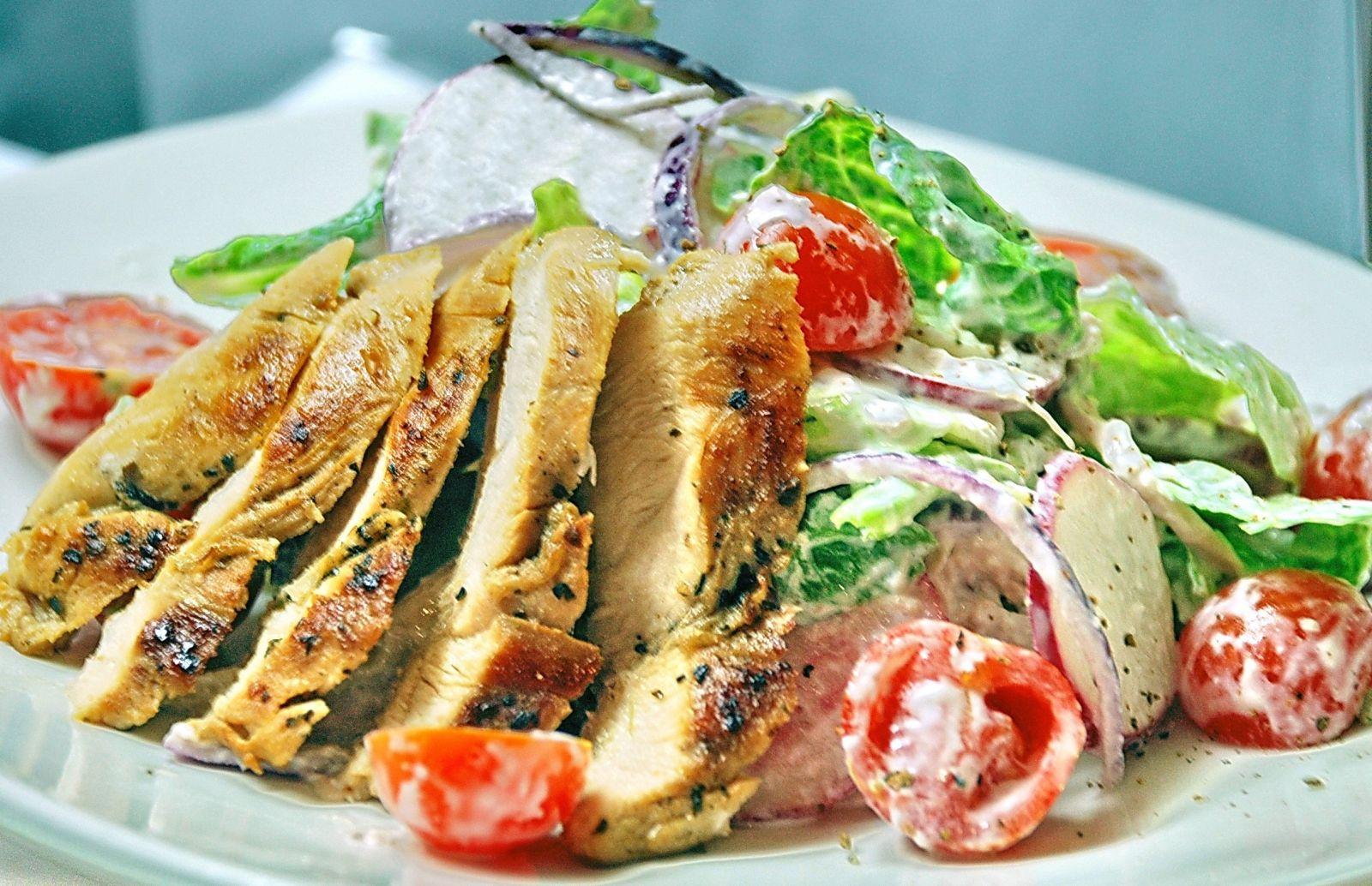 Салат из молодого редиса: рецепты приготовления - фото №4