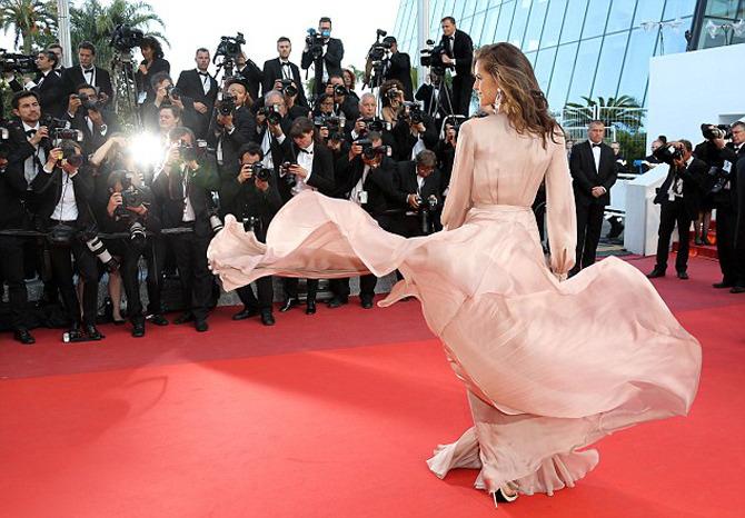 Много эффектных нарядов на премьере «Джульетты» в Каннах-2016