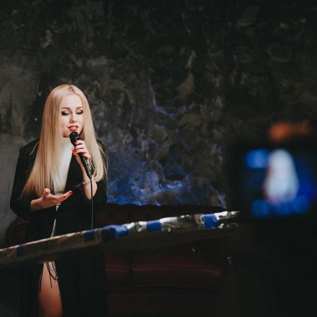 Певица Alyosha показала новое Live-ВИДЕО про ушедшую любовь - фото №1