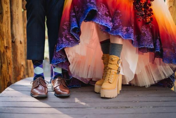 Как сделать свою свадьбу незабываемой: девушка полностью трансформировала обычное свадебное платье, разукрасив его подол - фото №3
