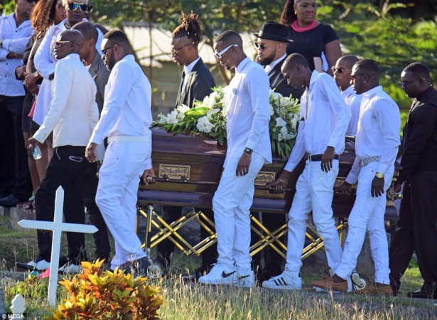 похороны брата Рианны