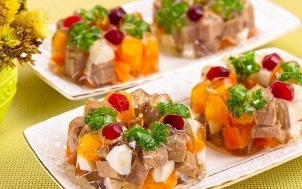 Рецепты блюд на новогодний стол 2014: холодец и заливное - фото №5