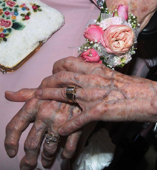 90-летние американки поженились после 72 лет отношений - фото №1