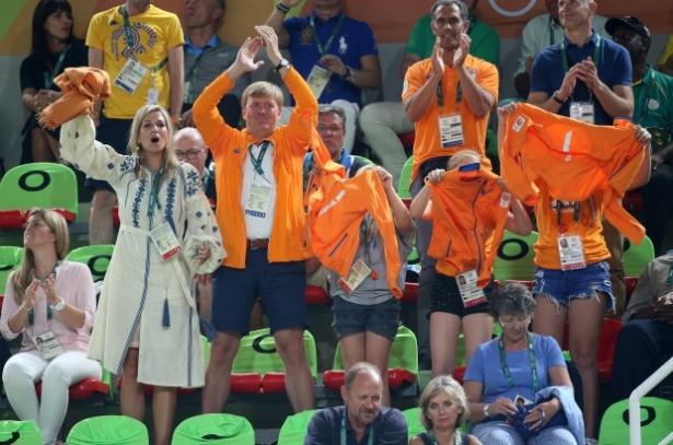 королева нидерландов в вышиванке