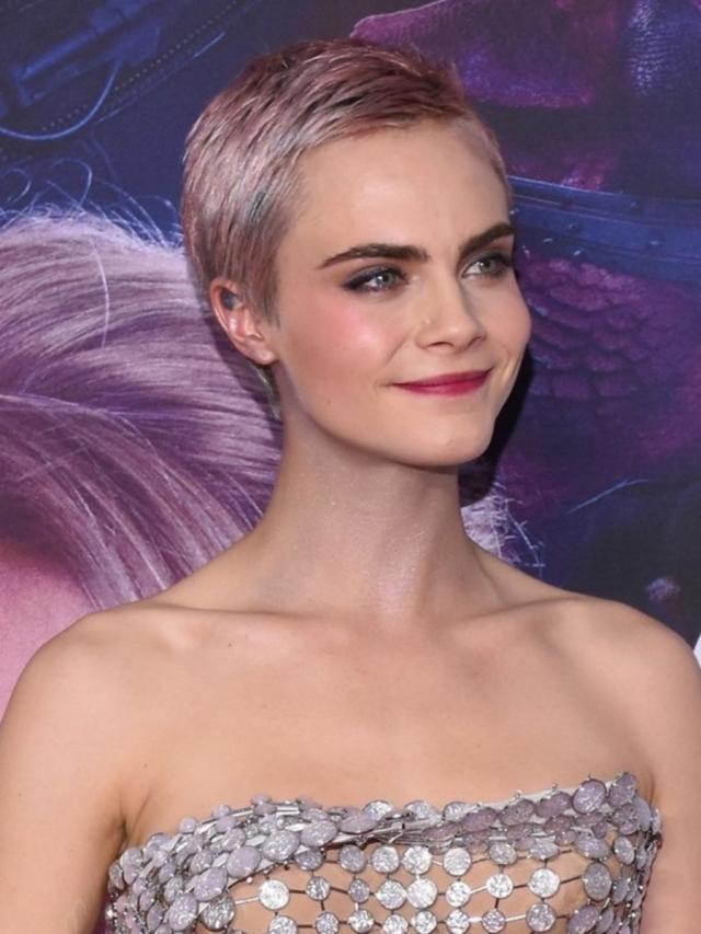 Этюд в розовых тонах: как выглядит трендовое окрашивание волос в оттенке розовое шампанское - фото №3
