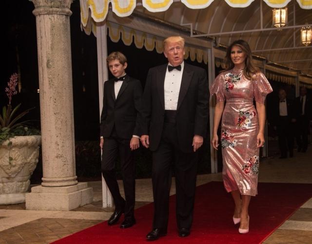 Как выглядели самые дорогие образы Мелании Трамп: разбор гардероба первой леди - фото №3