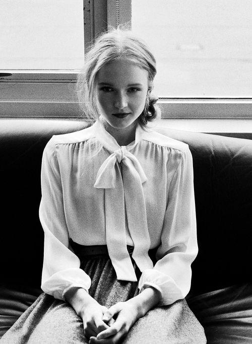 Блуза с бантом: 20 стильных образов