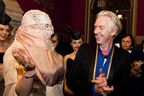 Неделя моды в Лондоне: Леди Гага на показе Philip Treacy - фото №3