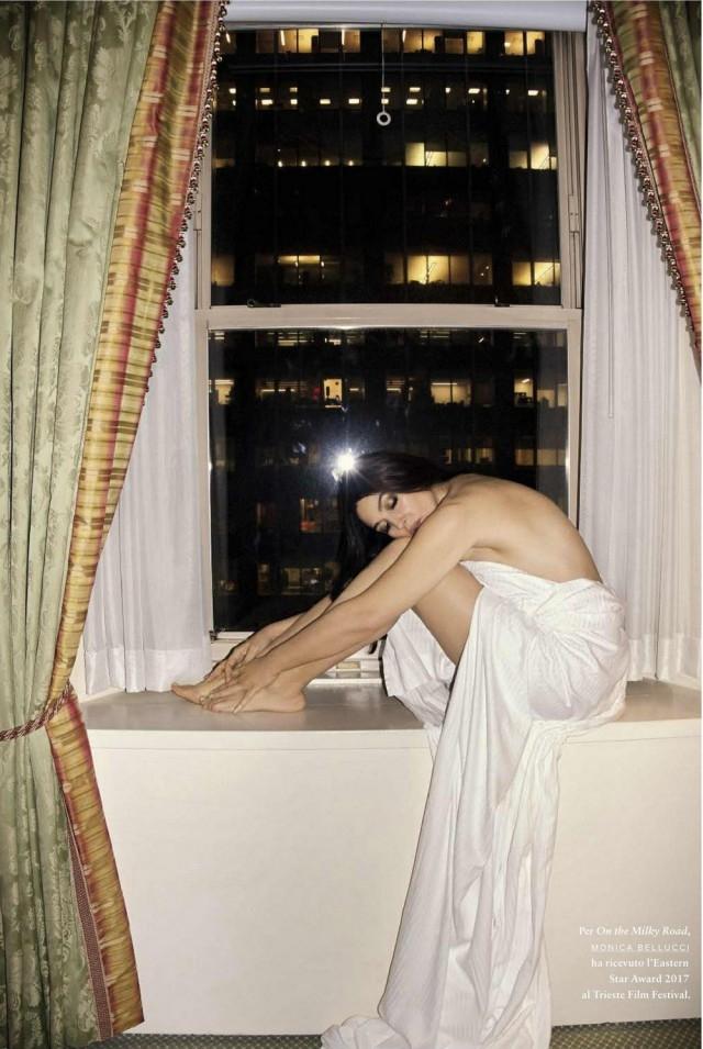 Моника Беллуччи в 52 года снялась в смелой провокационной фотосессии для мужского глянца (ФОТО) - фото №3