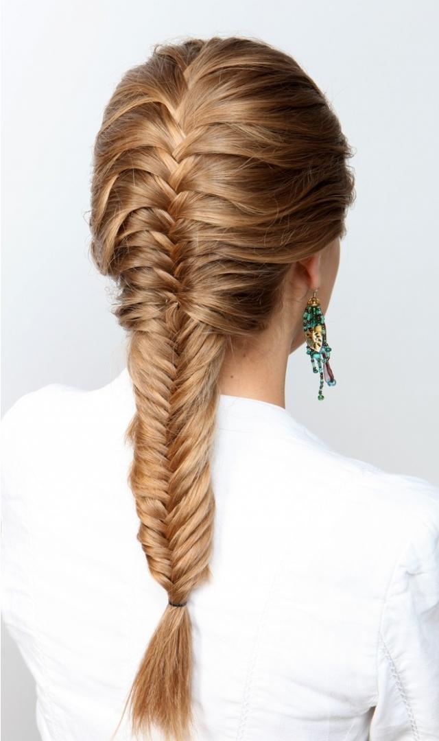 """Как плести косу """"рыбий хвост"""": учимся делать стильное плетение на все случаи жизни - фото №4"""