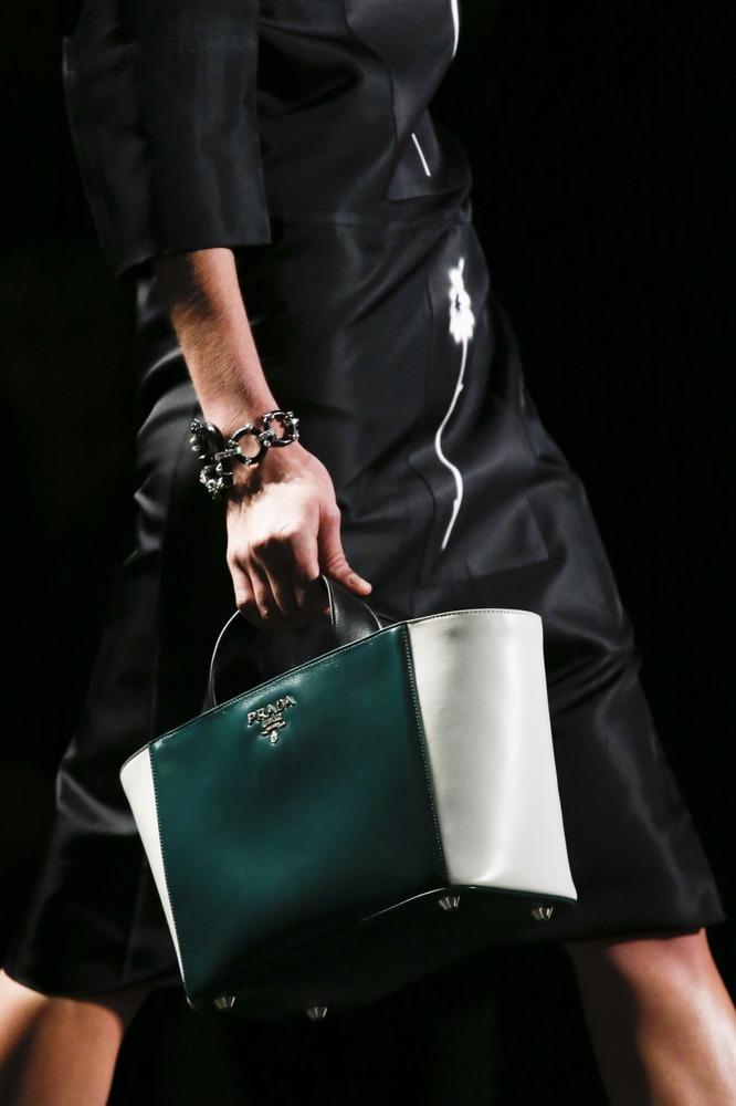 Неделя моды в Милане: восточный показ Prada - фото №16