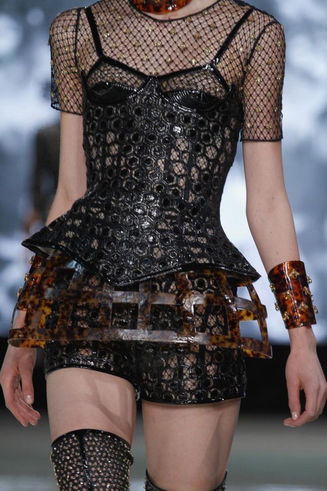 Неделя моды в Париже: пчелиное царство Alexander McQueen - фото №3