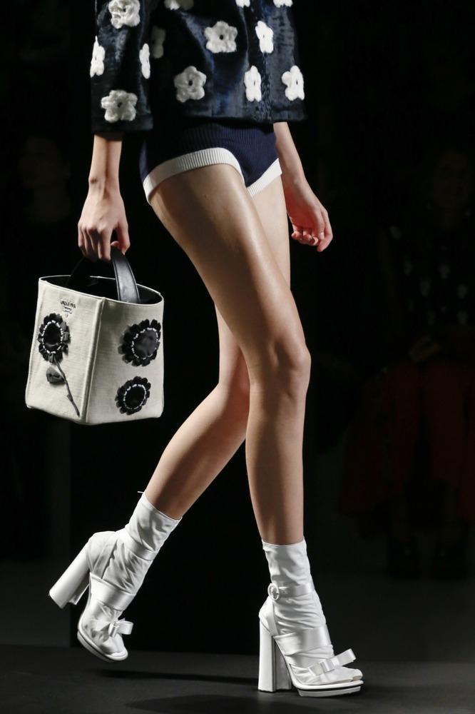 Неделя моды в Милане: восточный показ Prada - фото №11