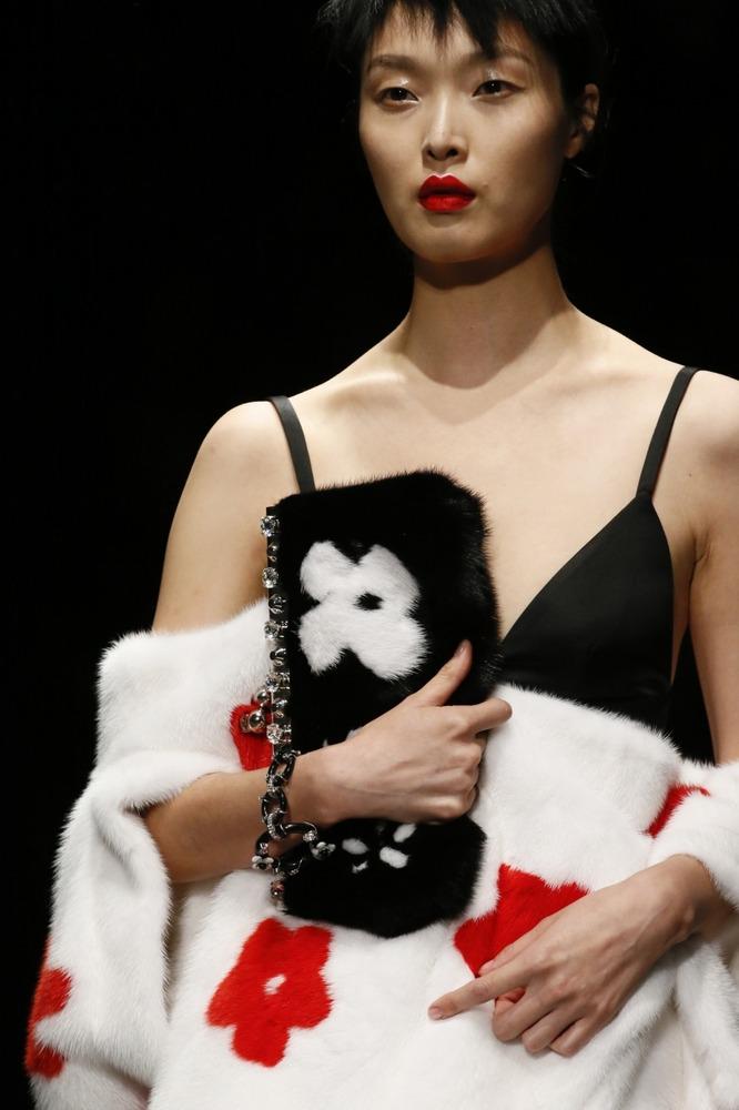 Неделя моды в Милане: восточный показ Prada - фото №2