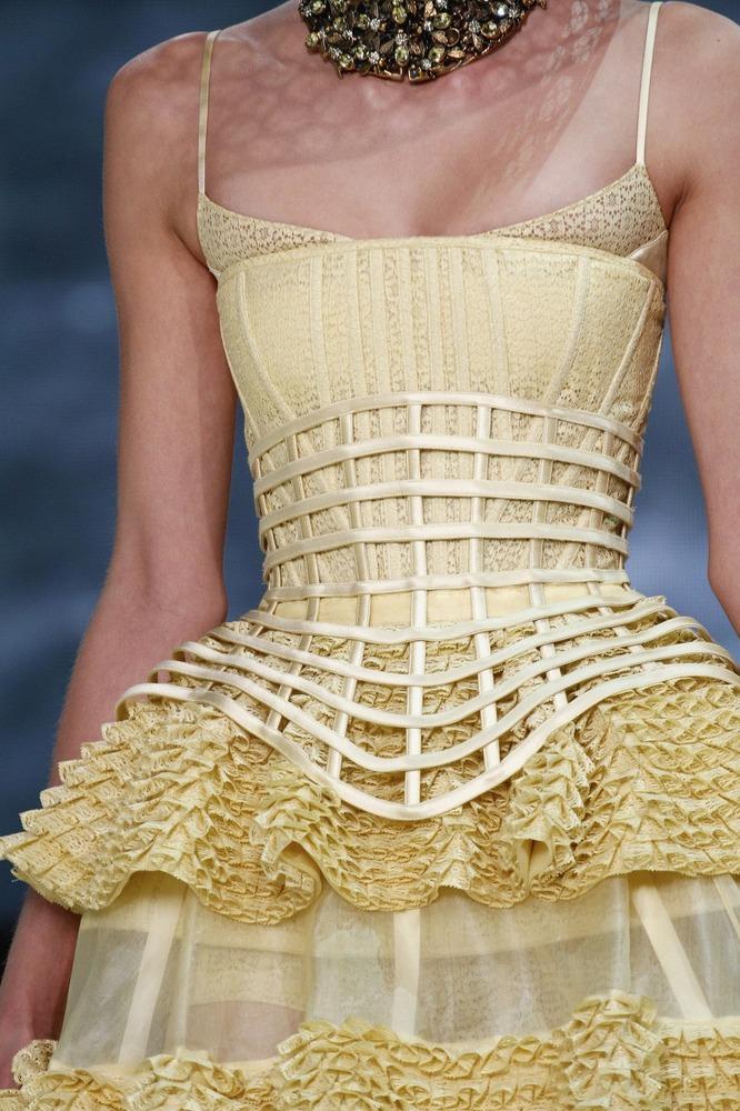 Неделя моды в Париже: пчелиное царство Alexander McQueen - фото №4