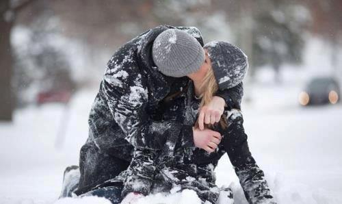 Психологи рекомендуют искать вторую половинку в январе - фото №1