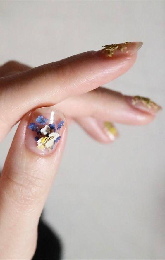 Идеи для красочного летнего маникюра: дизайн ногтей с цветочным узором (+ВИДЕО) - фото №1