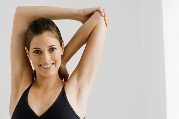 Какие упражнения для спины можно делать прямо на рабочем месте - фото №4