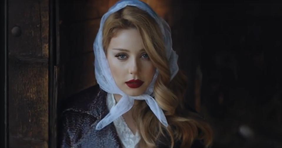 Кароль в новом клипе