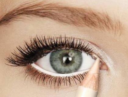 Идеи для макияжа, что сделают глаза визуально больше - фото №4