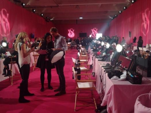Шоу Victoria`s Secret 2013: подиум, бэкстейдж и красная дорожка - фото №19