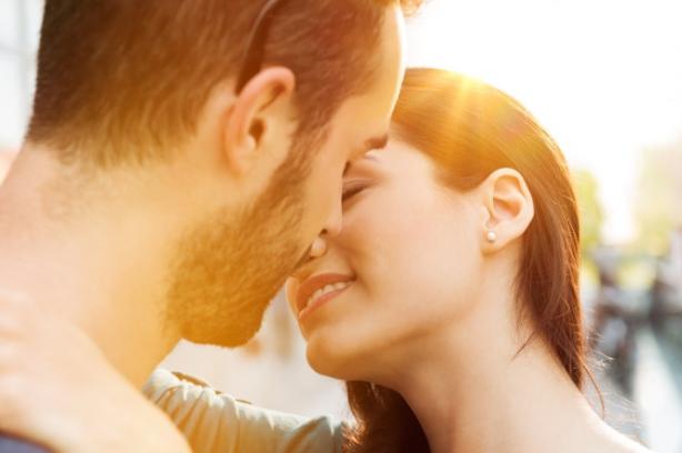 Как правильно целоваться: уроки самых нежных поцелуев от ХОЧУ.ua в честь одноименного праздника - фото №1