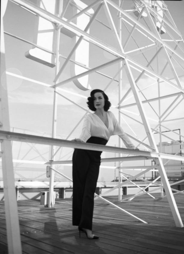 Затаите дыхание: Дита фон Тиз обольстила на снимках украинского фотографа в нарядах украинского дизайнера - фото №3
