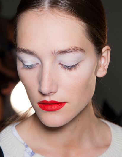 Тренд в макияже: белый цвет - фото №1