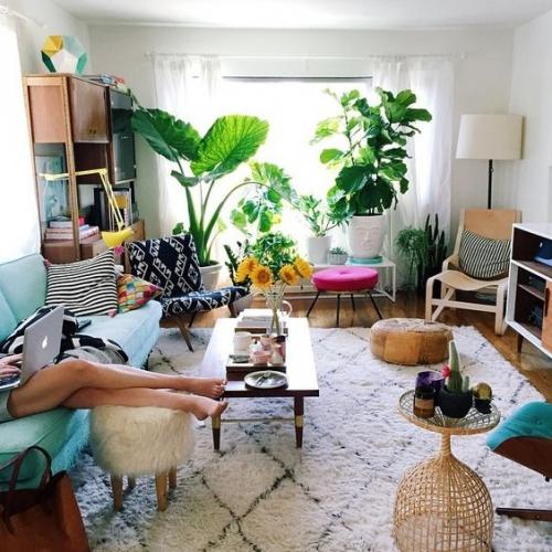 Как изменить интерьер дома без ремонта: 5 простых способов освежить дизайн дома летом - фото №2