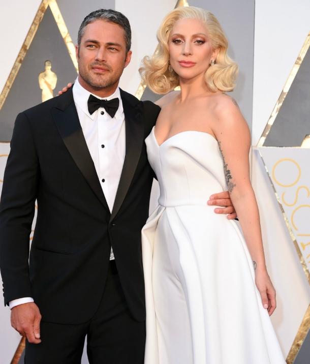 СМИ: Леди Гага вернулась к бывшему жениху Тейлору Кинни - фото №1