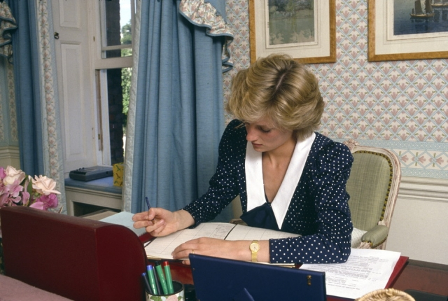 Личные письма и гардероб принцессы Дианы будут проданы на аукционе - фото №2