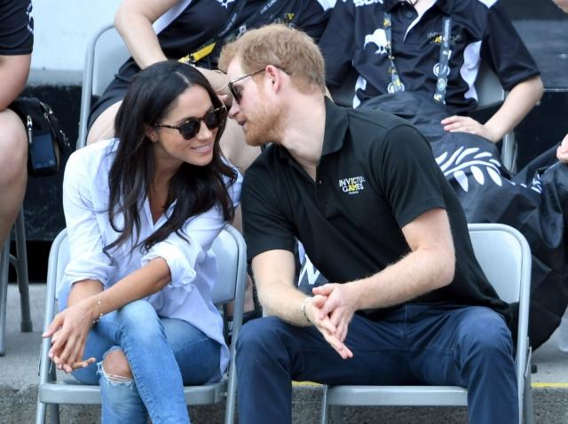 Подробности свадьбы принца Гарри и Меган Маркл: актриса скрывает помолвочное кольцо - фото №1