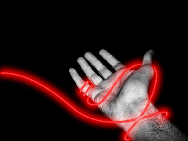Зачем надевают красную нитку на руку - фото №1